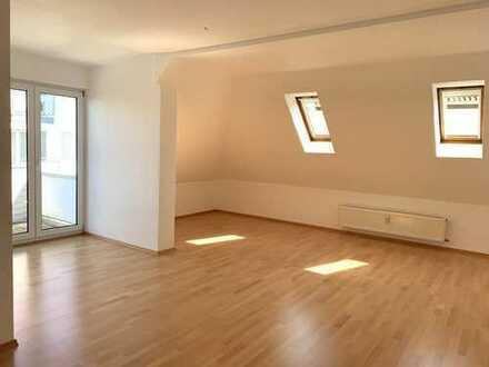 Helle 3-Zimmer-Maisonette Wohnung im DG mit Balkon, Lift und TG-Platz