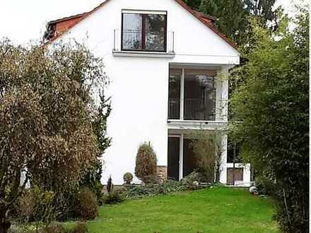 2 Räume mit Bad und mit Grundstücksanteil in Mannheim-Neuhermsheim