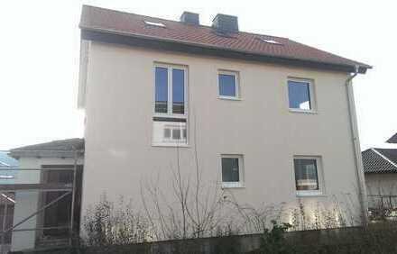 Ein- bis Zweifamilienhaus, außen komplett saniert zum fertigstellen
