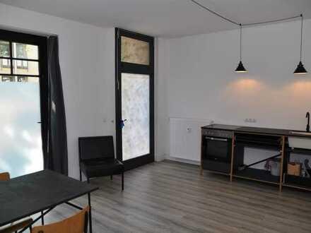 Exklusive 2 Zimmer-Altbauwohnung im stilvollen Gründerzeithaus in bester Bonner Altstadtlage