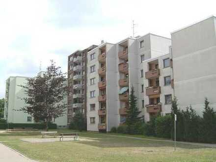 Geräumige Wohnung, großer Balkon und weite Sicht! Mit Aufzug!