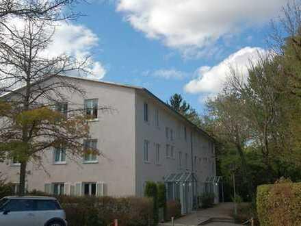 Taufkirchen - schöne Erdgeschoss-Wohnung mit großem Souterrainraum und eigenem Garten!