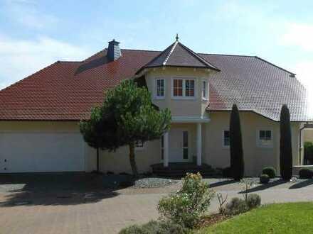 Villa in unverbaubarer ruhiger Südlage mit Weitsicht, exclusiver Ausstattung mit Einliegerw. /Büro
