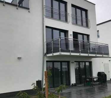 Neue helle 4-Zimmer Wohnung für Paare und Familien