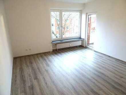 GLÜCKLICH WOHNEN - frisch renovierte 3 Zimmer, Balkon, Badewanne, Laminat ....