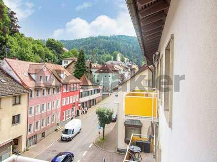 Wohnkomfort im Herzen des Schwarzwalds: Moderne 3-Zi.-Whg. mit Balkon und tollem Bergpanorama