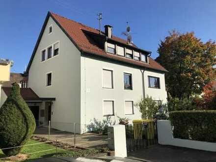 Sanierte 4-Zimmer-Wohnung im 2. OG mit EBK in ruhiger aber zentraler schöner Lage in Fellbach