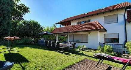 Zweifamilienhaus mit viel Platz, großem Garten und ruhiger Lage!