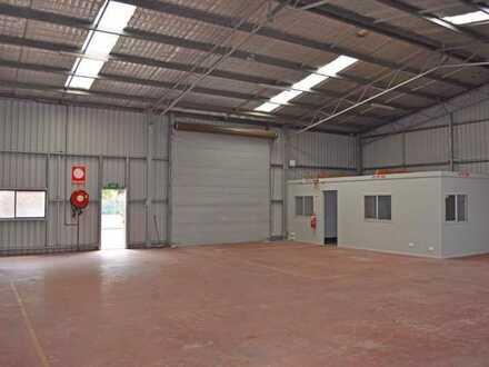 550 m² Hallenfläche inkl. 150 m² Verkaufs/- Bürofläche   gute Anbindung   RUHR REAL