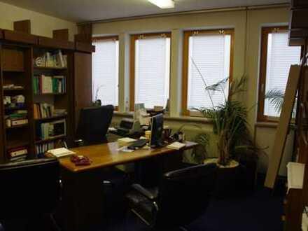 Praxis/Büro in zentraler Lage