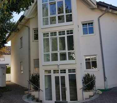 Schöne 3 Zi. EG Wohnung mit Garten und Terrasse, 88m2 Wfl./ 116m2 Nfl.