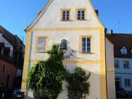 Neuwertige 2-Raum-Erdgeschosswohnung mit Terasse und Einbauküche in Neuburg an der Donau