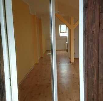 Neuwertige Wohnung mit zwei Zimmern sowie Balkon und Einbauküche in Pinnow