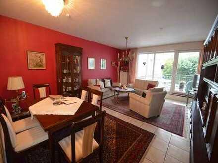 Geräumige 3-Zimmerwohnung mit Balkon und Garage in zentraler und ruhiger Lage von Moers.