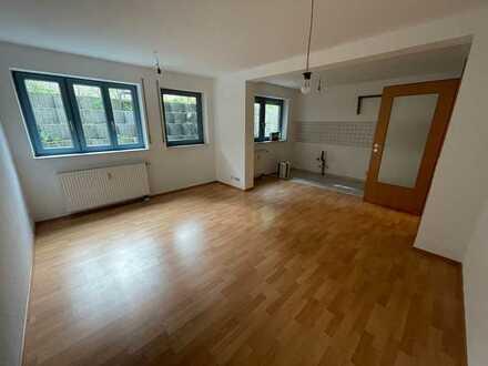 helle u. Renovierte 2 Zimmer Souterrain-Wohnung in Durlach