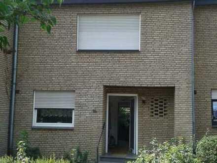 Ruhiges Reihenmittelhaus in Oer-Erkenschwick, Preis VB , Garage, Stellplatz, Terrasse, Garten!