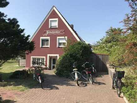 Aufgepasst - Seltene Gelegenheit auf Langeoog - Inseltypisches Ferienhaus mit 3 Wohnungen in tra...
