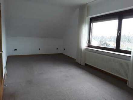 vollständig renovierte 3-Zimmer-DG-Wohnung inkl. Küche