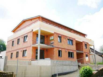 *ERSTBEZUG* - 3 Zimmer Erdgeschosswohnung mit Sonnenterrasse und eigenem Garten