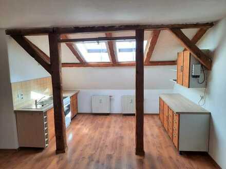 Ruhig gelegene 2-Zimmer-Dachgeschoss-Wohnung mit Einbauküche und Schuppen in Gransee