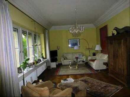 geräumige vier Zimmer Wohnung, sanierter Altbau,zentrumsnah