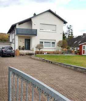 Schönes Einfamilienhaus mit sieben Zimmern in Rödermark, von privat