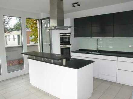 Tolles Penthouse mit Luxus Einbauküche mit Kochinsel, direkt neben den Unikliniken