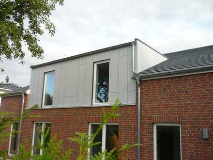 Doppelhaushälfte in Hamburg Sasel, 1.400 € kalt, 110 m², 5 Zimmer mit Terrasse und Garten