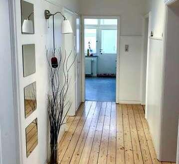 Nähe Mediamarkt! Helle Holzdielen - Neuwertiges Bad - Einbauküche optional in