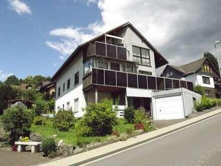 Top 2-FH + ELW mit Photovoltaik, Garage + Doppel-Carport in sehr guter Lage von Kreuztal