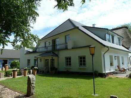 WOHNFLAT in großer 3,5-Zimmer-Wohnung in Neubau auf Reetdachhof in Ostenfeld bei Husum