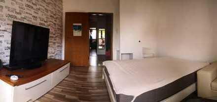 2 Zimmer in sehr zentraler 2er WG / teilmöbliert / 78 qm²