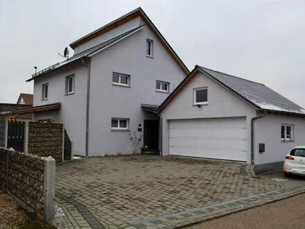 Pörnbach! Neuwertiges Einfamilienhaus mit Doppelgarage, Einbauküche, Garten und Fußbodenheizung!