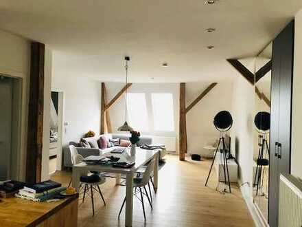 Helle und moderne 2-Zimmer-Dachgeschosswohnung