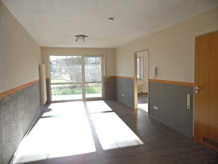 2,5 Zimmer-EG-Wohnung mit EBK, Laminatboden,Terrasse mit Blick ins Grüne u. Keller