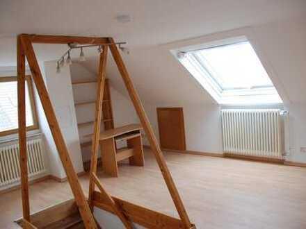 1 1/2 Zimmer 30 qm Kaltmiete 390 Euro Nebenkosten 110 Euro