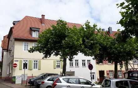 In einer Minute am Marktplatz: Maisonettewohnung im historischen Altstadtgebäude