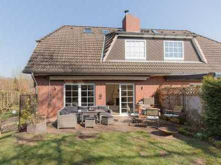 Komfort Doppelhaushälfte mit großem Grundstück und einer Ausstattung, die keine Vergleiche scheut !