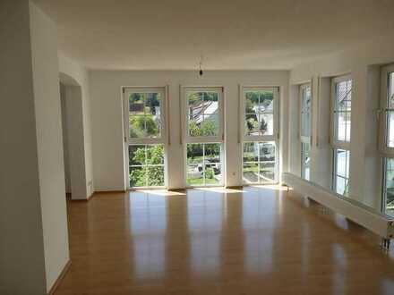 Wunderschöne, helle 4,5-Zimmer-Wohnung mit großer Terrasse