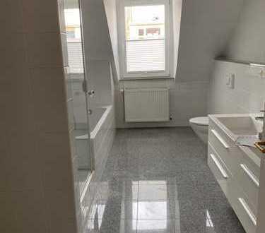 Vollständig renovierte 3-Raum-Maisonette-Wohnung mit Balkon und Einbauküche in Heidelberg