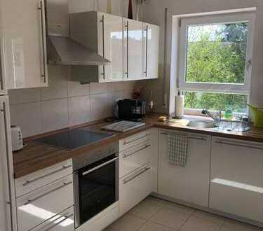 Exklusive, neuwertige, helle 3-Zimmer-Maisonette-Wohnung mit 2 Balkonen und EBK in Grasbrunn