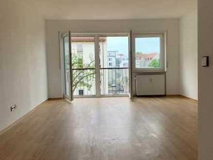 Stilvolle, geräumige und neuwertige 1-Zimmer-Wohnung mit Einbauküche in Ludwigshafen