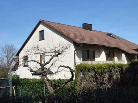 helles, renoviertes 1-Familienhaus (DHH), gr. Terrasse -kein Garten- 1 Garage, 1 PKW-Stellpl.