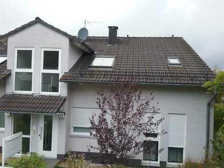 Neuwertige 2,5-Zimmer-Maisonette-Wohnung mit Balkon und Einbauküche in Meinerzhagen
