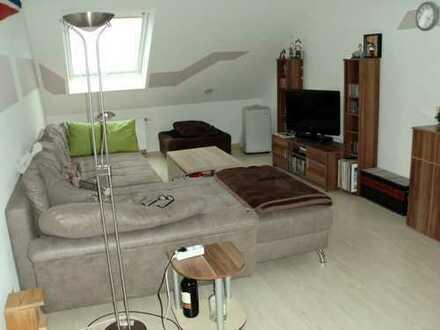 Gepflegte 3-Zimmer-Dachgeschosswohnung mit Balkon und EBK in Büttelborn