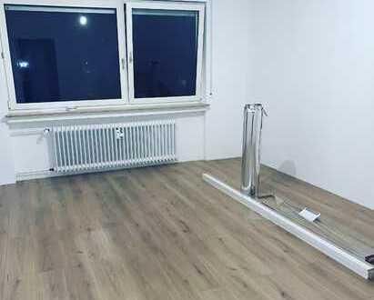 Erstbezug: 2-Zimmer-Wohnung mit sonnigem Balkon und neuer Einbauküche