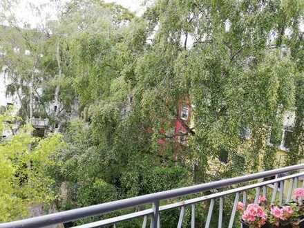 Stilvolle, gepflegte 4-Zimmer-Wohnung mit Balkon in Düsseldorf