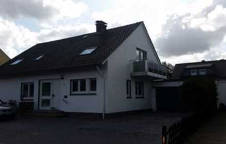 PreußOldendorf, im 2 Fam. Haus OG Whg 90m², 4ZKB, Stellplatz, Neu, 460€, Frei