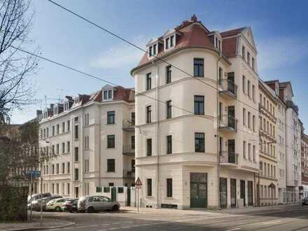 Hochwertig sanierte 4-Zimmer-Wohnung im Dachgeschoss mit Loggia, Fußbodenheizung und Parkett !