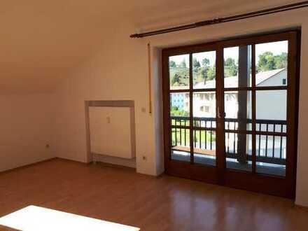Gepflegte 2-Zimmer-Dachgeschosswohnung mit Balkon und Küchennische in Schongau